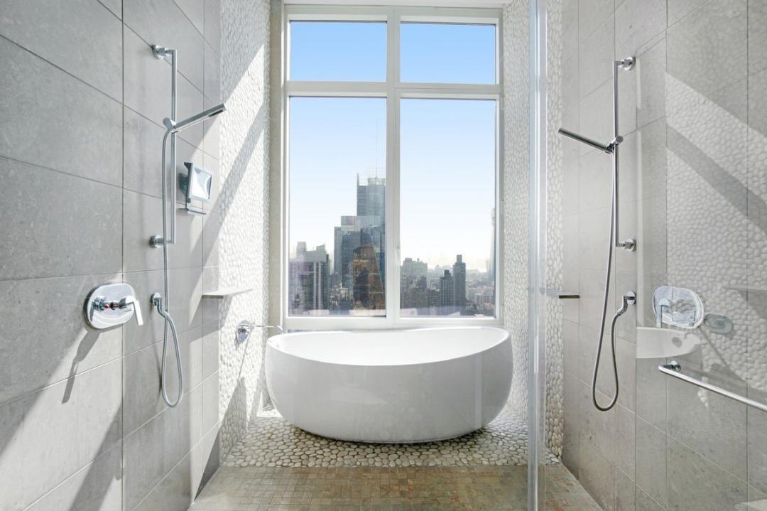 Apartments for rent at Platinum - Bathroom