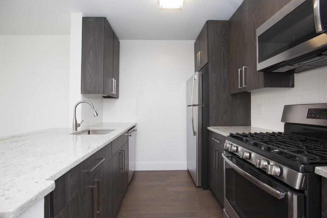 70 Battery Place Kitchen - NYC Rental Apartments