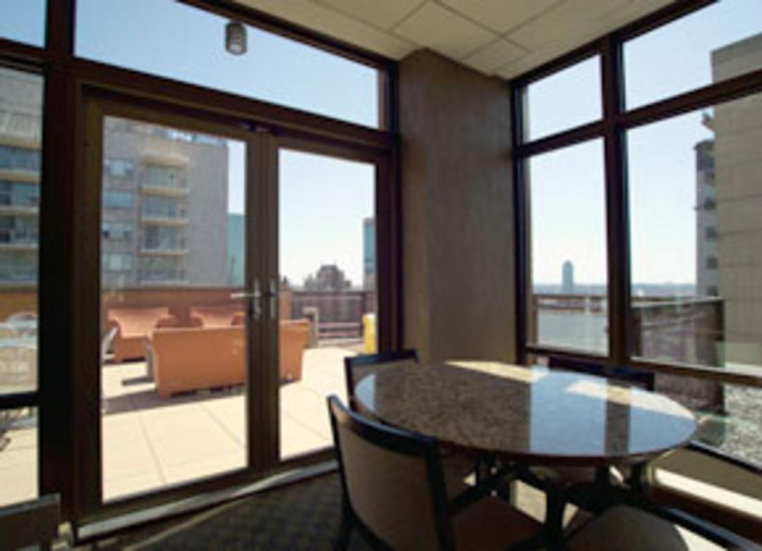 300 East 39th Street Rooftop Room - Murray Hill Apartment Rentals