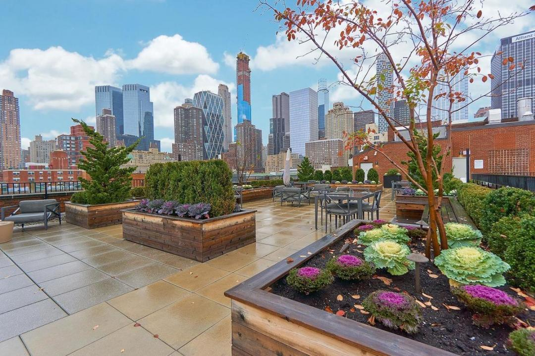 Rooftop Terrace at Nine52 - 416 West 52nd Street