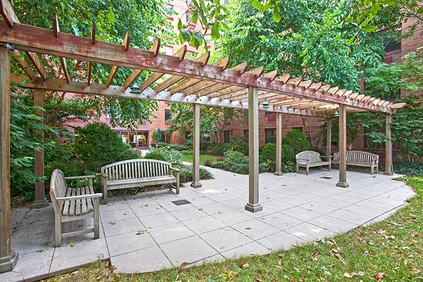 Garden at 50 Battery Place in NYC - Apartments for rent