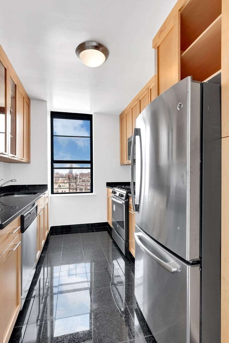 The Montana Kitchen - Manhattan Apartments for rent