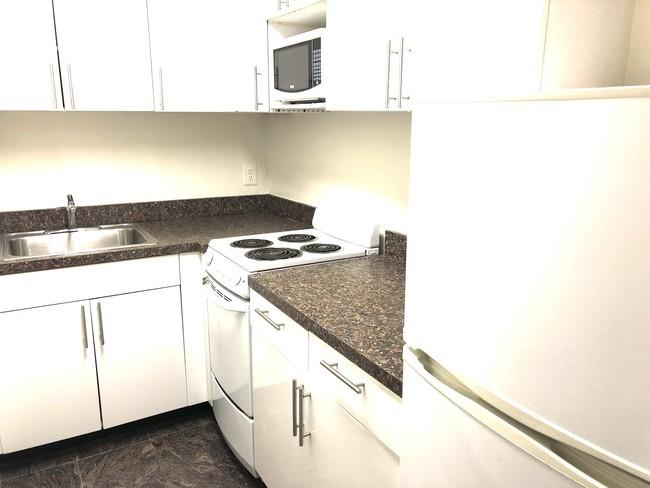 The Wilshire Kitchen - Manhattan Apartments for rent