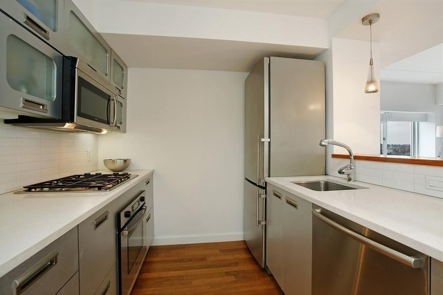 Downtown Brooklyn Kitchen: The Smith Condominium