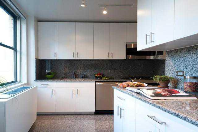 Condos for rent at 1365 York Avenue in Manhattan - Open Kitchen