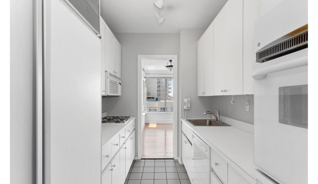 Apartments for rent at 3 Trump Palace - Kitchen