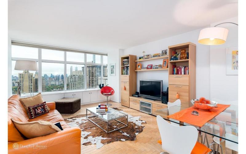 Apartments for rent at 3 Lincoln Center - Livingroom
