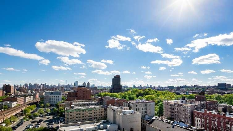Stunning view from Harlem 125 in Manhattan - Apartments for rent