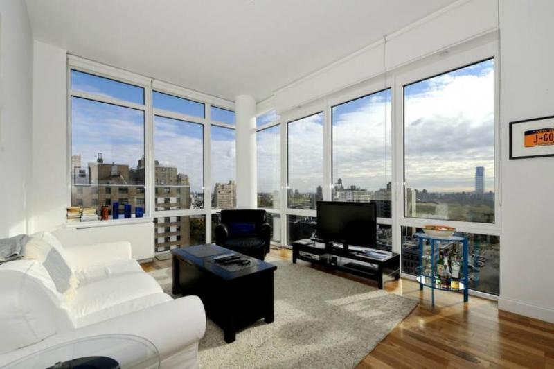 Living Room - Columbus Square - Manhattan - New York City Rentals
