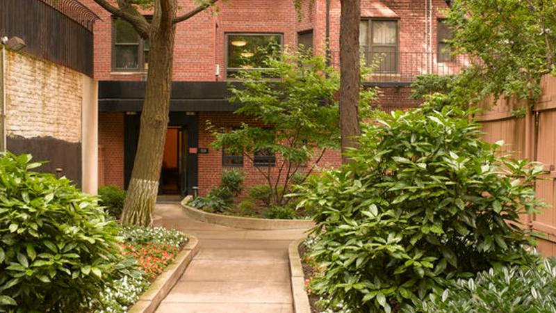 Stonehenge Gardens Garden - Chelsea Apartment Rentals