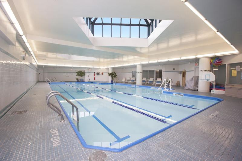 Apartments for rent at Zeckendorf Tower - Swimming pool