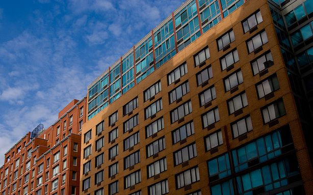 Report says lower income professionals are keeping NYC rental market affordable